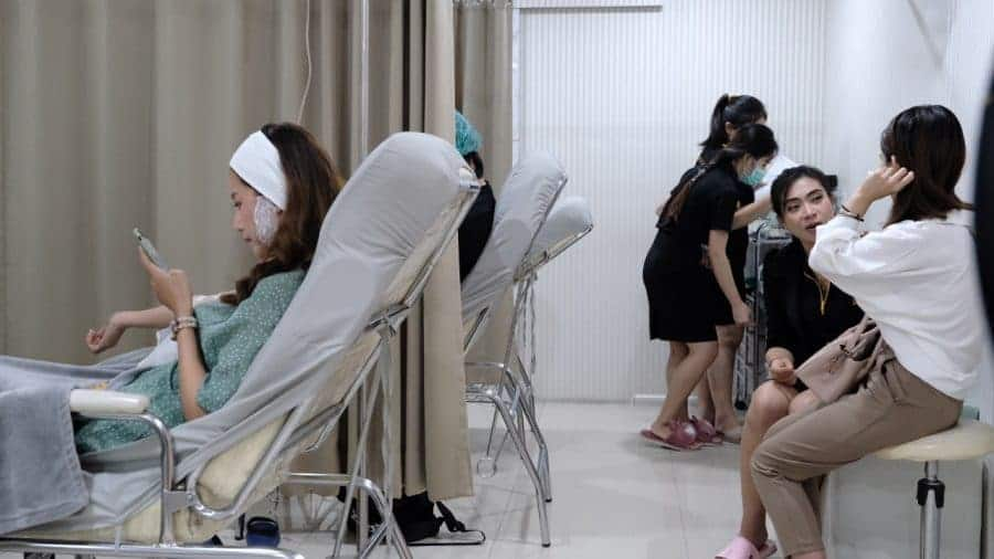 เต็มทุกเก้าอี้ sowon clinic